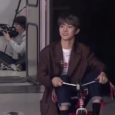 tricycle changmin is a concept V Cute, Cute Gif, Cute Boys, My Boys, Changmin The Boyz, Kpop Gifs, Chang Min, Boy Idols, Cute Korean