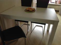 Te Koop...   Mooie witte eettafel  120X80 voor 4 tot 6 personen.....   Slechts 2 jaar oud.. makkelijk schoon te
