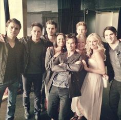The Vampire Diaries Season 6 Cast Shot — Hanging With the Pretty People (PHOTO)