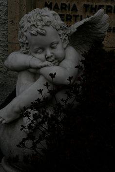 Beautiful Angel Statues – Photos