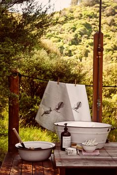 Beginner's guide to glamping: laundry with a view Photo Amanda Reelick Camping Table, Camping Glamping, Camping Hacks, Camping Ideas, Outdoor Fun, Outdoor Camping, Vintage Laundry, Bell Tent, Deco