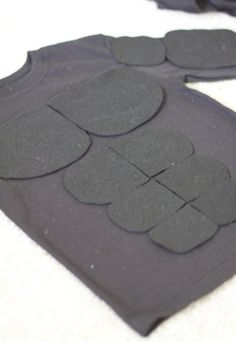 DIY: Superhero Muscle Shirt/ DIY Batman Costume |do it yourself divas