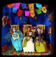 Christine Alvarado's work is amazing !!  Frida Dolls