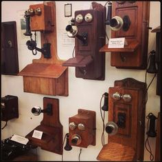 When Bell's patent expired, it gave other manufacturers the opportunity to produce telephones. Companies like Western Electric and Connecticut Telephone Company soon began selling the increasingly popular device. #newhampshiretelephonemuseum