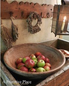 289 Likes, 2 Comments - A Primitive Place Magazine ( on. Primitive Dining Rooms, Primitive Country Homes, Primitive Kitchen, Primitive Antiques, Primitive Decor, Prim Decor, Country Decor, Deco Champetre, Colonial Furniture