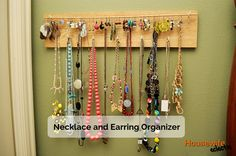 Housewife Eclectic: Necklace and Earring Organizer