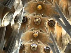 Ave Maria en Kathedraal de GAUDI    Absolutely breathtaking!
