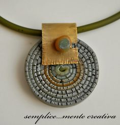 Pendente in pasta polimerica e ottone battuto -polymer clay and hammered brass pendant