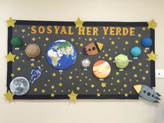 Sosyal bilgiler panosu Space Bulletin Boards, Classroom Board, Science Classroom, Toddler Learning Activities, Preschool Activities, Cardboard Train, Solar System Crafts, Art Projects, Projects To Try