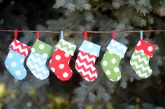Folks on your gift list will get a kick out of these uber cute gift card holder stockings (@ Crap I've Made)