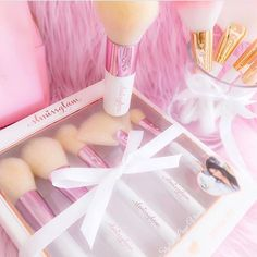 Pretty PINK details!✨The MissLizHeart @misslizheart set is one of a kind beauties!✨The lovely @stylish_page_vianey has added her rosegold brush set to her Fairytale collection!✨Tag your PINK besties!✨www.slmissglam.com