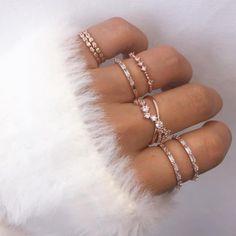 Jewelry / Jewels / ideia de acessórios para verão / Rings / Anéis / ideia de acessórios femininos / Acessórios para mulheres / Acessórios de mulheres / Inspiração de acessórios / Inspirações de acessórios / Inspiração verão /  Anel delicado / ideia de anéis / ideia de anéis delicados / ideia de aneis Tumblr  #aneis #acessoriostumblr #rings #acessoriosfemininos