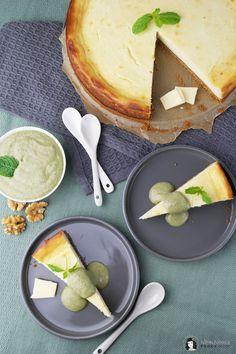 Käsekuchen mit weißer Schokolade und süßem Walnuss-Minz-Pesto ❤ vegetarisch