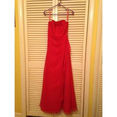 Mari Lee Prom / Formal Dress gorgeous dress! only issue with it is the inside bust/breast area has been ripped. this does NOT show from the outside and does NOT affect the wear of the dress however. feel free to make an offer or ask questions! Mari Lee Dresses Maxi