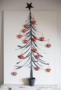 Már nagyon-nagyon közel van az ünnep, úgyhogy éppen itt az ideje beszerezni az idei karácsonyfának való fenyőt... vagy keresni valamilyen más alternatívát. Ha nincs helyed a lakásban, sajnálod a fenyőerdőket, netán sokallod a több ezer forintot egy fenyőfára, vagy pusztán csak valami igazán egyedire, formabontóra...