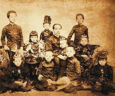 Chulalongkorn & children mourning for young Prince Vajirunhis Crown Prince Of Thailand, Queen Sirikit, Bhumibol Adulyadej, Thai Traditional Dress, Young Prince, Great King, King Of Kings, Old Postcards, Old Photos