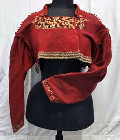 Bilderesultat for raudtrøye jakke Character Costumes, Folk Costume, World Cultures, Historical Clothing, Ladies Day, Traditional Dresses, Retro Fashion, Vintage Outfits, Bell Sleeve Top