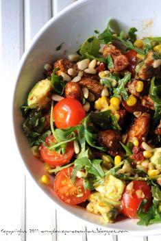 Kulinarne podróże: Kolorowa, super zdrowa sałatka z kurczakiem.
