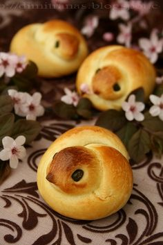 These gorgeous chick-shaped buns would be delightful gathered in a basket, and will compliment any saucy dish.