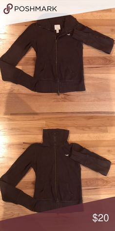 Hollister Zip Up Adorable zip up sweat shirt! Can be worn as a turtle neck or unzip the top and wear as a color. Very versatile Hollister Tops Sweatshirts & Hoodies
