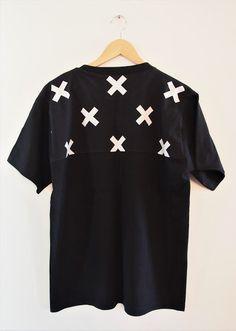 Vaateviidakko: T-paitojen tuunausta ja kenkäpussi Diy Shirt, Diy Clothes, Mens Tops, Shirts, Fashion, Diy Clothing, Moda, Fashion Styles, Dress Shirts