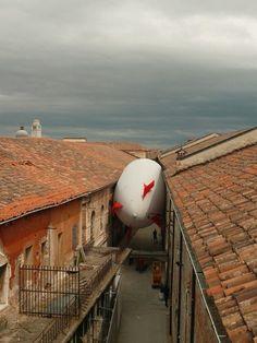 Héctor Zamora, Sciame di Dirigibili (Airship Swarm), 2009