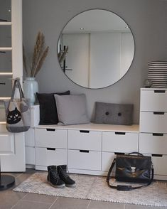 ikea ayakkablk I love this entrance lots of storage space Comment below if you like it simplyuniquespace - - - - - By beate_breivik Decor Room, Bedroom Decor, Home Decor, Bedroom Ideas, Flur Design, Teenage Room Decor, Hallway Decorating, Interior Decorating, Bedroom Storage