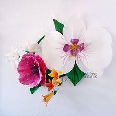 3D Wanddekoration mit der weissen Orchidee auf einem Ring. . Hergestellt aus robusten Isolon (Kunststoff) Breite ca. 87 cm Höhe  ca. 63 .… Crown, 3d, Jewelry, White Orchids, Big Flowers, Wall Hanging Decor, Ring, Jewellery Making, Jewerly