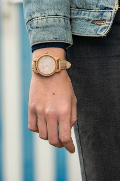 Die Damen Bambus Holzuhr gibt es mit Holzarmband aber auch mit schönem Lederarmband 'Rosé'. Wood Watch, Scandal, Accessories, Leather Cord, Bamboo, Women's, Wooden Clock, Ornament