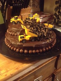 ...but i do love the construction bday cakes cos you really can't stuff them up...