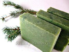 Если вы собрались в баню или сауну, обязательно захватите с собой натуральное хвойное мыло. Оно прекрасно очищает кожу, открывает поры, способствует потоотделению и выведению излишней жидкости из организма. Состав: 100 гр матовой мыльной основы 2-3 капли зеленого и/или желтого красителя 6 капель эфирного масла Еловой хвои 1 капля эфирного масла Пихты молотые сухие травы (при желании) Рецепт хвойного мыла   Рецепты мыла ручной работы