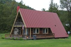 https://flic.kr/s/aHsjrLPwyJ | A-Frame Houses | These are photos of a neighborhood of A-frame houses in Pittsfield, VT.