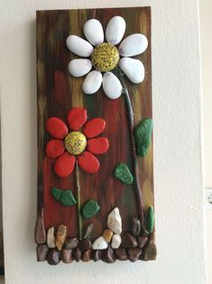 Beautiful Pebble Art Ideas : Best and easy pebble art ideas for beginner Stone Crafts, Rock Crafts, Diy And Crafts, Arts And Crafts, Pebble Painting, Pebble Art, Stone Painting, Art Pierre, Rock Flowers