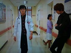 What is this? DocTae's strutting cool down the hospital hall probably on call or something, and here is Minho up against the wall. Just leaning. judging:)