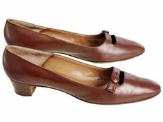 Vintage Womens Brown Leather Shoes Roger Vivier 1960s 9AA Box #rogerviviervintage #rogervivierflats