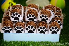 Forminha p/brigadeiro Puppy Birthday Parties, Puppy Party, Cat Party, Dog Birthday, Birthday Party Themes, Paw Patrol Cake, Paw Patrol Party, Paw Patrol Birthday, Dog Cookies