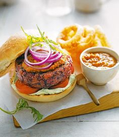 A vegetarian burger containing beetroot, apple, fennel and dill from the chefs at Mildreds restaurant in Soho. Gourmet Burgers, Vegan Burgers, Burger Recipes, Grilling Recipes, Cooking Recipes, Beetroot Burgers, Batch Cooking, Drink Recipes, Vegetarian Main Course