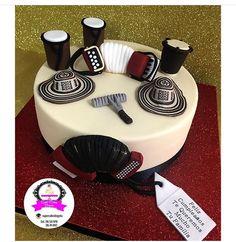 Amazing Cakes, Birthdays, Desserts, Bodysuit, Crafts, Decorations, Guy Cakes, Hat Cake, Tortilla Pie
