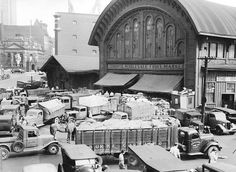 Toronto Wholesale Fruit Market, corner of Yonge and Esplanade Streets - in Toronto - Wikimedia Commons Toronto Ontario Canada, Toronto City, Bank Of Montreal, Hockey Hall Of Fame, Canadian Things, Canadian History, Largest Countries, Landscape Photos, Historical Photos