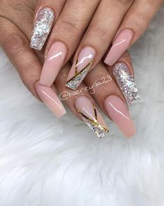 Make an original manicure for Valentine's Day - My Nails Aycrlic Nails, Sexy Nails, Hot Nails, Pink Nails, Glitter Nails, Hair And Nails, Fabulous Nails, Gorgeous Nails, Pretty Nails