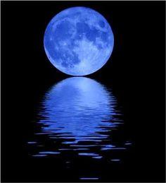 Second full moon of the month, the moon mystical, Blue Moon, which turns everything into new, beautiful and perfect, enjoy!! *comtemplem o amor, a luz, a vida, a união e o bem estar que a lua cheia azul proporciona na noite de hoje!! Que essa beleza penetre cada ser vivo no planeta e universo, revertendo as ações contrárias ao amor a luz e o bem estar, sou eu Mago Orich Lux quem profetiza!!!! https://www.youtube.com/watch?v=xBcMKwbMEcQ