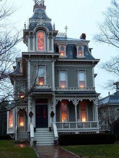 hoopskirtsociety:  Victorian home Christmas.