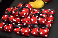 Olha que linda esta Festa Mickey e Minnie.         ... Minnie Mouse Stickers, Minnie Mouse Cookies, Mickey Party, Mickey Minnie Mouse, Minnie Mouse Costume, Minnie Mouse Party, Mickey Mouse Birthday, Baby Birthday, Cupcakes Mickey