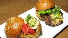 """Ein Muss für alle, die Burger lieben: Hans Jörg Bachmeier zeigt, dass """"richtige Burger"""" kein Fastfood sein müssen: Zum Reinbeißen gut!"""