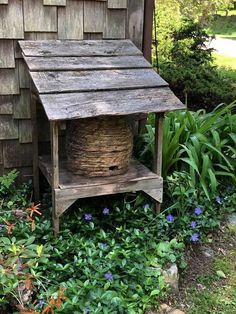 Bee skep - Lindowen's Lawn And Garden, Garden Beds, Garden Art, Herb Garden, Outdoor Projects, Garden Projects, Outdoor Decor, Outdoor Spaces, Bee Skep
