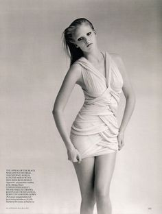 Go Figure with Lara Stone for UK Vogue 2010 - 3