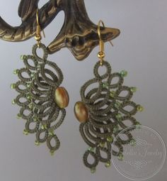 Tatted waves earrings with beads one-color by IzabelkasJewelry