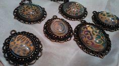 Selyemből készült medálok