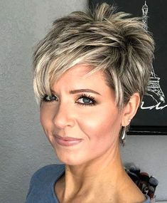 """How to style the Pixie cut? Despite what we think of short cuts , it is possible to play with his hair and to style his Pixie cut as he pleases. For a hairstyle with a """"so chic"""" and pointed… Continue Reading → Short Layered Haircuts, Short Hairstyles For Women, Easy Hairstyles, Hairstyles 2018, Summer Hairstyles, Stylish Short Haircuts, Sassy Haircuts, Stylish Hairstyles, Hairstyles Pictures"""