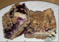 Blueberry Cream Cheese Oat Bars ... amazing!  #blueberry #recipe #food #oatmeal